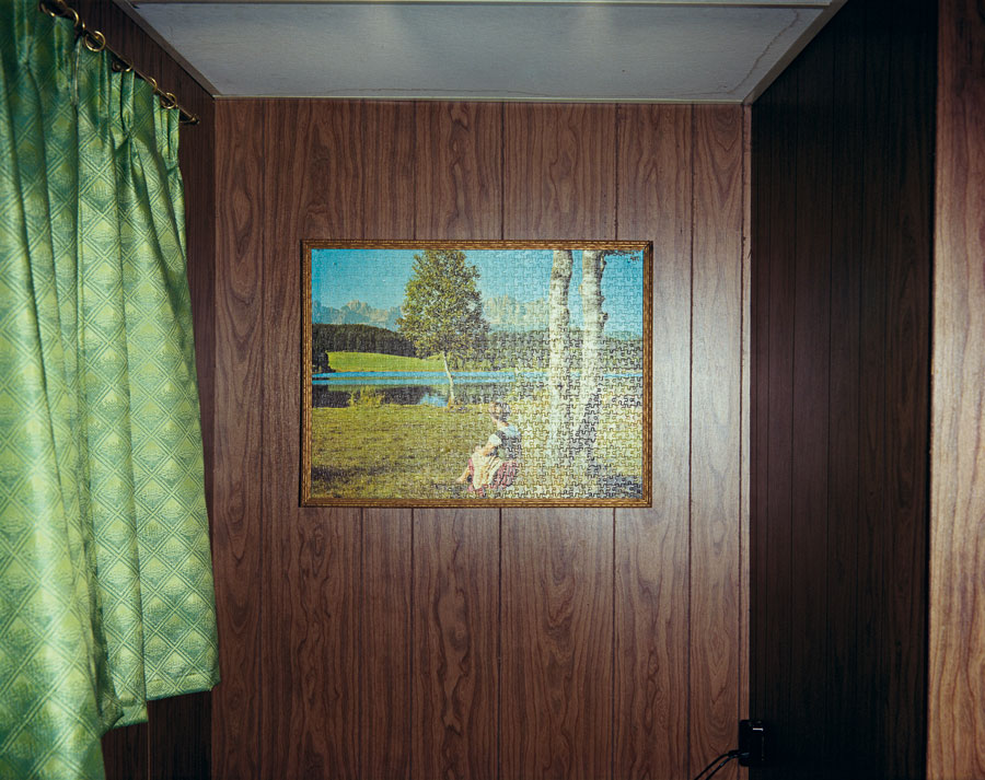 """Jig-Saw Puzzle In Cabin #8, Beach Motel, July 9, 1973. From The Series """"Uncommon Places"""" © Stephen Shore. Courtesy 303 Gallery, New York"""