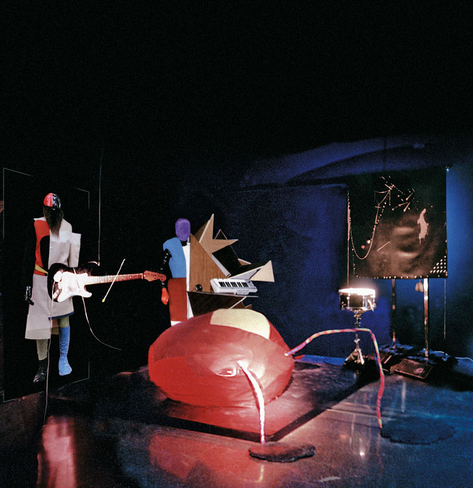 "Honey-Suckle Company, ""NEUBAND"", Installationsansicht Sonar Festival, Barcelona, 2000 © Honey-Suckle Company"
