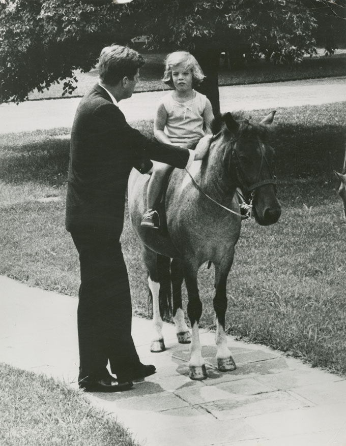 © JFK GABRIEL BAYZ COLLECTION, JOHN F. KENNEDY WITH HIS DAUGHTER CAROLINE AND HER HORSE MACARONI